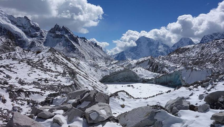 Everest Base Camp and Gokyo Trek with cho la pass-18 day